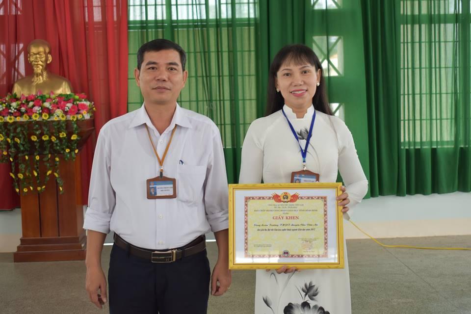 Hội thi cắm hoa nghệ thuật ngành giáo dục chào mừng ngày thành lập Hội Liên hiệp Phụ nữ Việt Nam (20/10)