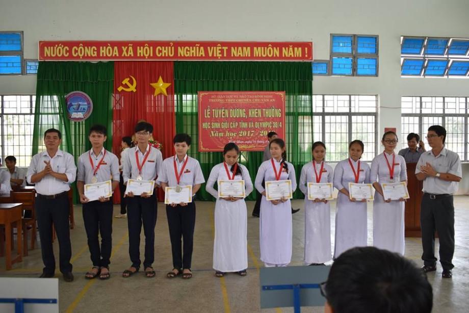 Lễ tuyên dương, khen thưởng học sinh giỏi cấp tỉnh và olympic 30-4 năm học 2017-2018