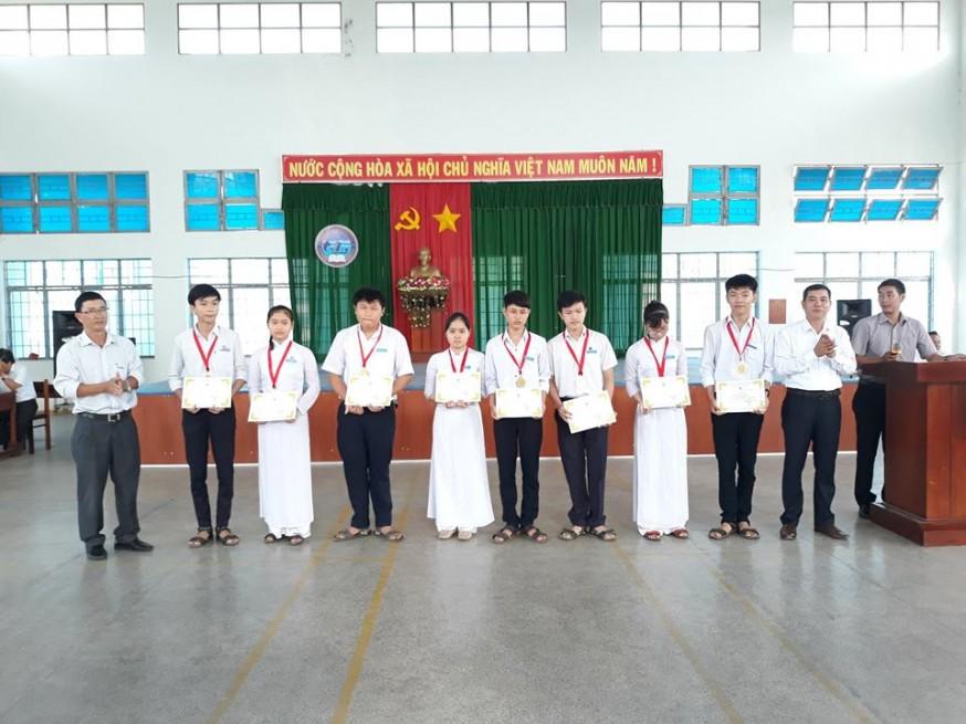 Lễ trao thưởng cho học sinh đạt huy chương trong kỳ thi Olympic truyền thống 30/4 lần thứ XXV năm 2019