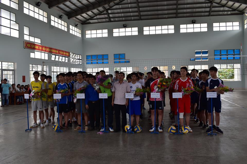 Giải bóng chuyền nam học sinh các trường THPT huyện Hoài Nhơn năm 2017